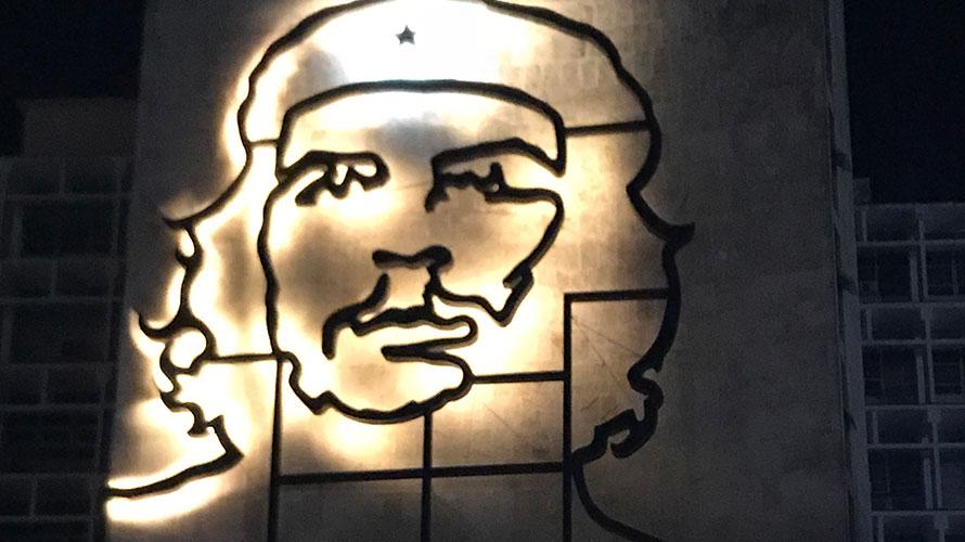 キューバ旅行【3】夜の革命広場