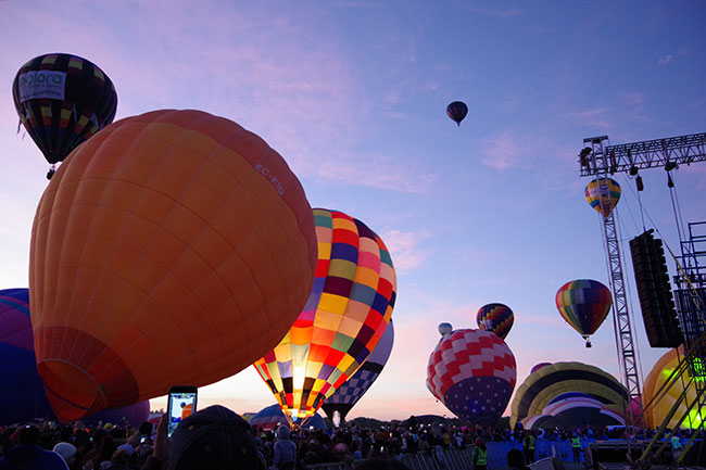 気球がどんどん膨らむ