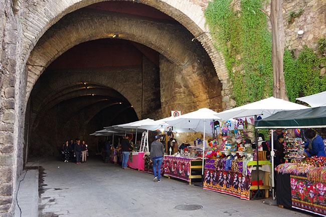 地下道の露店