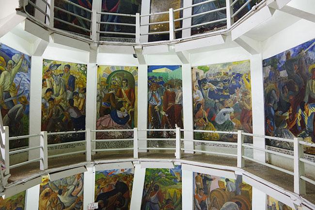ホセ・マリア・モレーロス像内部