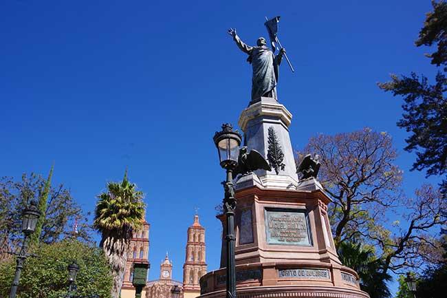 ミゲル・イダルゴ像